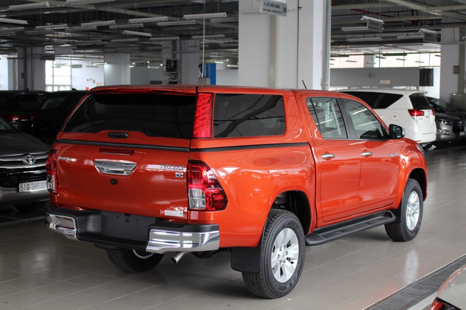 nap thung toyota hilux cao