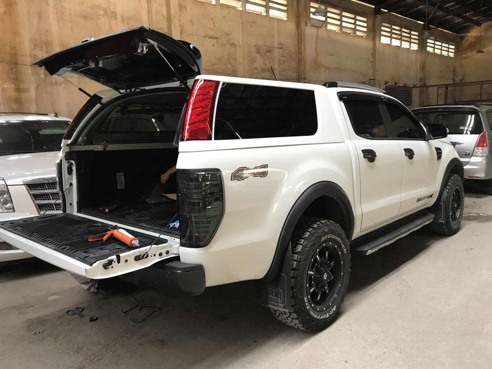 nap thung Ford Ranger cao