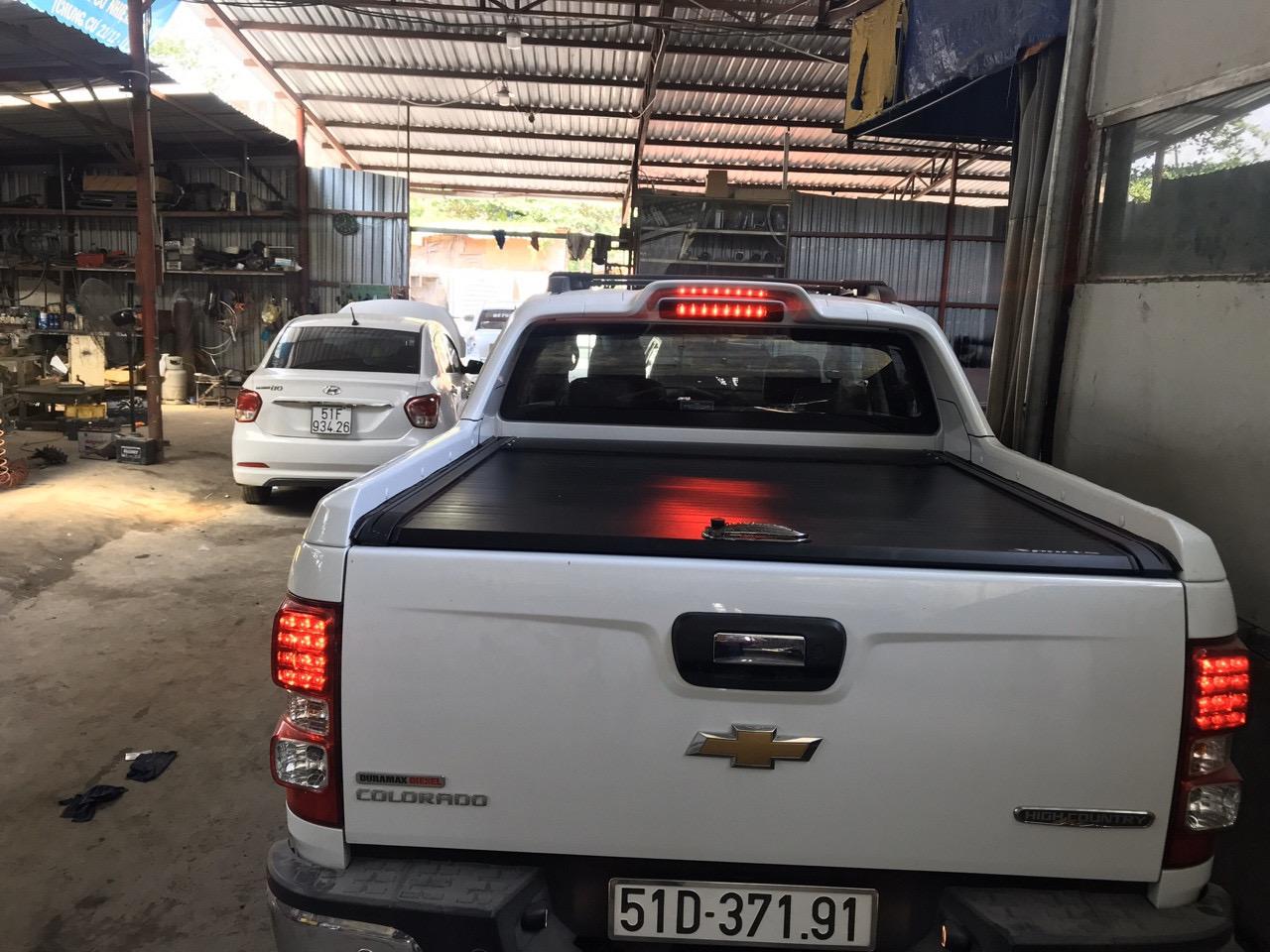 Nắp thùng Chevrolet Colorado cuộn, dạng cuộn kéo