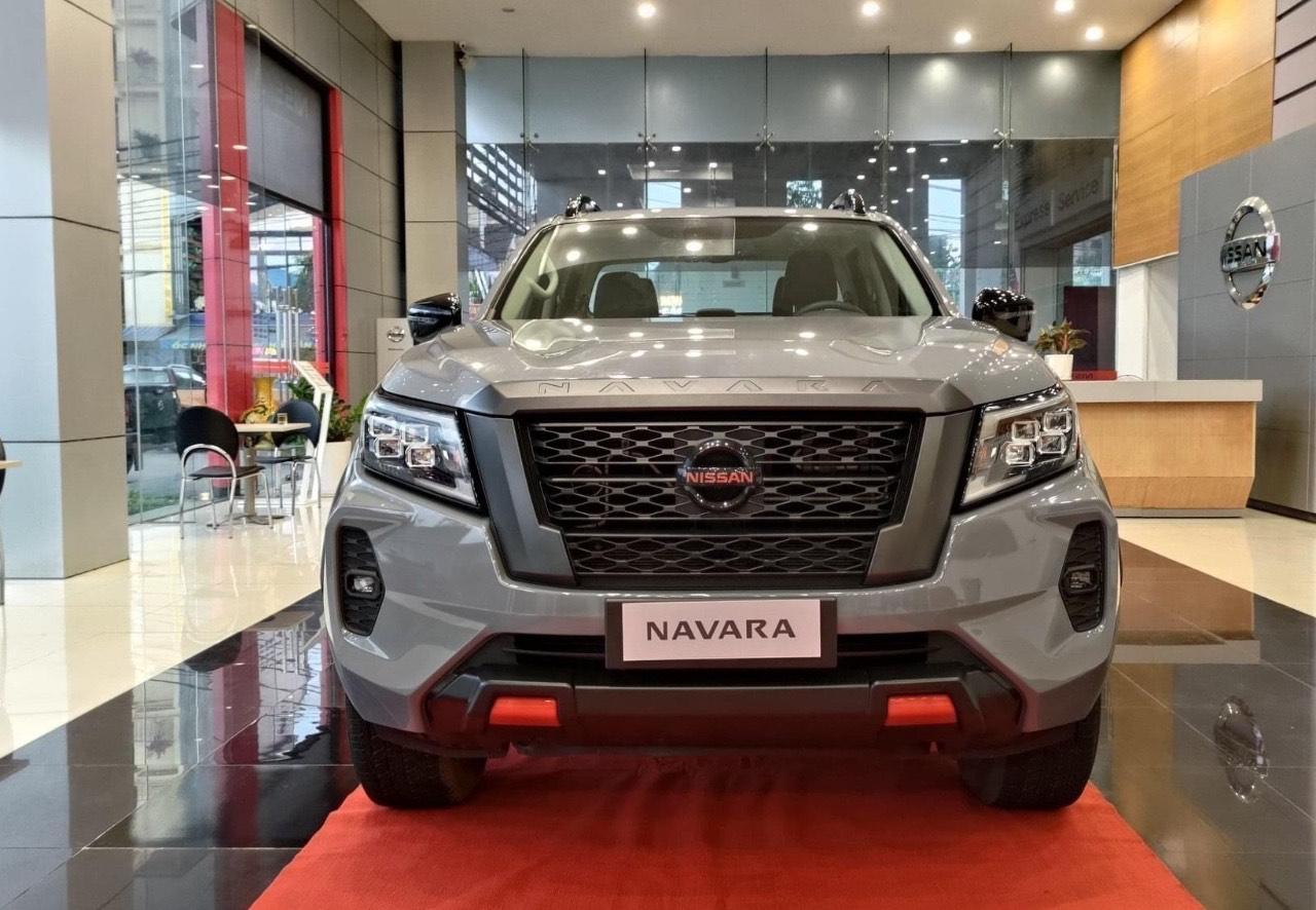xe bán tải Navara 2021